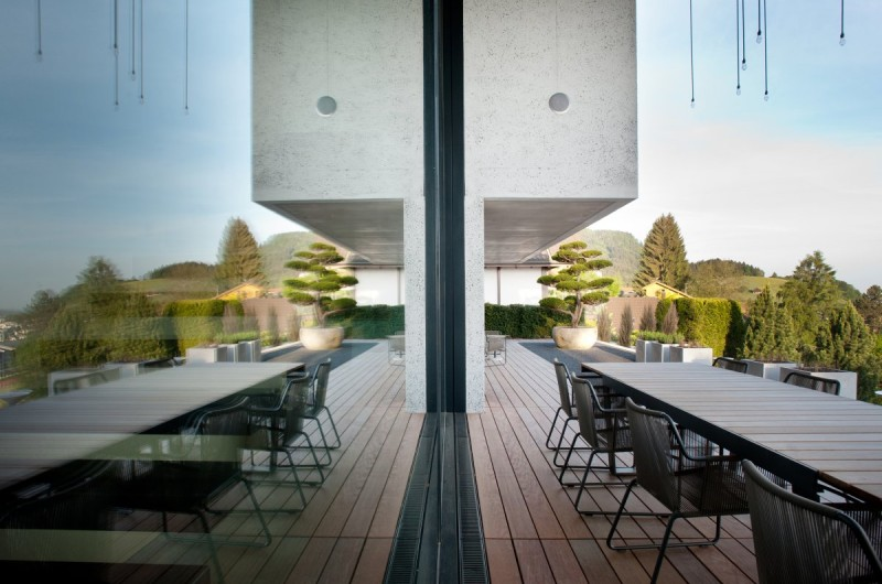 Genuine-Concrete-Block-House-by-SimmenGroup-8-800x530